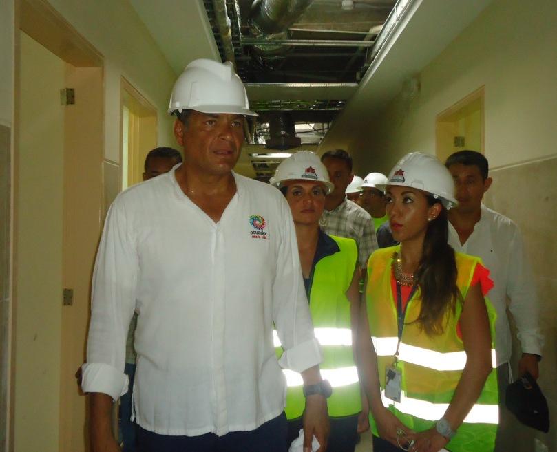 Rafael Correa Presidente de la República del Ecuador, en su recorrido por el Centro de Salud tipo C