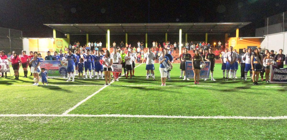 Cinco equipos en damas y 10 en varones participaron del acto inaugural. (Foto Gustavo Nuñes)