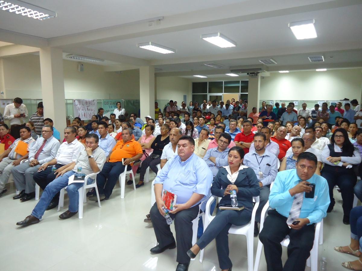 Ciudadanía que asistió a la sesión de concejo extra ordinaria