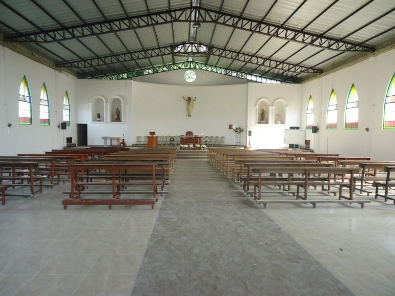 Parte interna que se encuentra adecuada para la celebración de la eucaristía